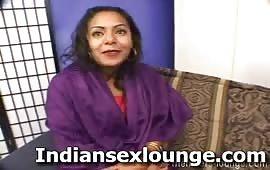 हॉर्नी सविता आंटी के साथ एक रात