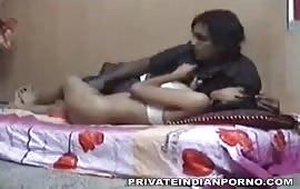 इंडियन इंडियन गर्लफ्रेंड बॉयफ्रेंड के बीच में हुआ जबरदस्त सेक्स