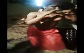 शादी में नंगा डांस